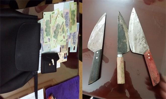 Tang vật và hung khí gây án của các đối tượng cướp tài sản, được CATP Hà Nội thu giữ