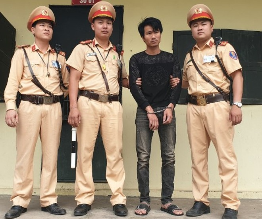 CSGT - CAH Mê Linh bắt đối tượng tàng trữ vận chuyển số lượng lớn ma túy tổng hợp