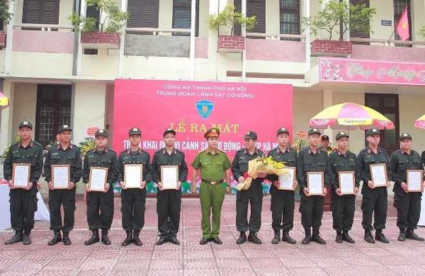 Công an thành phố Hà Nội triển khai đơn vị Cảnh sát cơ động tại thị xã Sơn Tây