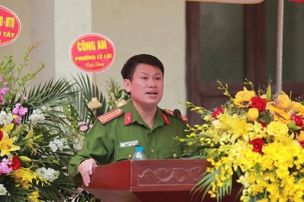 Đại tá Nguyễn Văn Viện, Phó Giám đốc CATP Hà Nội phát biểu tại buổi lễ