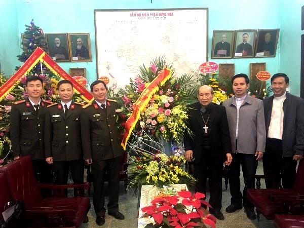 Đoàn công tác Công an Hà Nội chúc mừng Giáng sinh Giáo phận Hưng Hóa