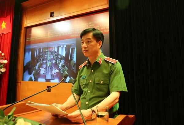 Thứ trưởng Nguyễn Duy Ngọc báo cáo chuyên đề về kết quả triển khai xây dựng Công an xã chính quy của Công an các đơn vị, địa phương