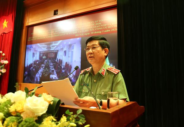 Thứ trưởng Nguyễn Văn Sơn báo cáo chuyên đề tình hình, kết quả công tác phòng, chống dịch bệnh COVID-19