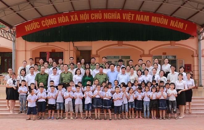 Đoàn đại biểu Đảng ủy Công an Trung ương, Bộ Công an dâng hoa tưởng niệm Chủ tịch Hồ Chí Minh ảnh 12