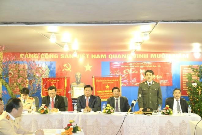 Thiếu tướng Nguyễn Đức Chung - Giám đốc CATP Hà Nội trân trọng cảm ơn các đồng chí lãnh đạo đến dự, động viên, phát động lễ ra quân đảm bảo ATGT của lực lượng CSGT Thủ đô