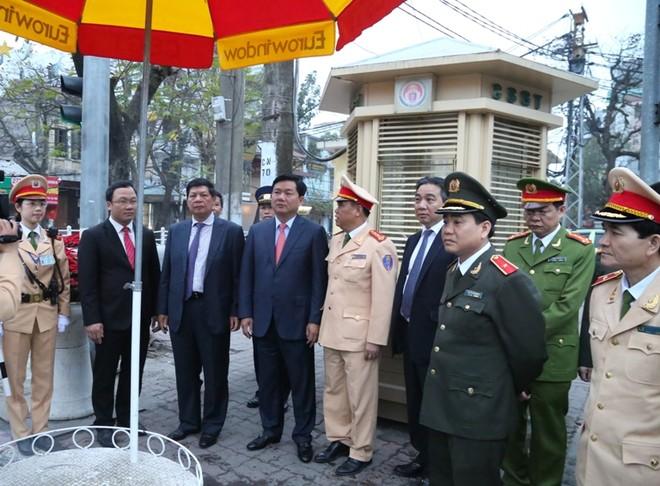 Đại tá Đào Vịnh Thắng-Trưởng phòng CSGT báo cáo với các đồng chí lãnh đạo công tác đảm bảo ATGT của đơn vị.