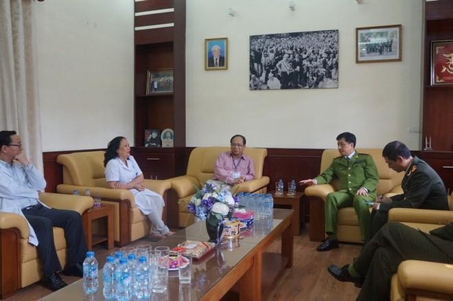 Ban Giám đốc Bệnh viện Nhi Trung ương cảm ơn CATP Hà Nội đã giúp đỡ đảm bảo ANTT trong và ngoài khu vực bệnh viện