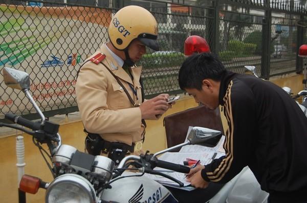 Tất cả những hình ảnh vi phạm đều được Trung tâm chỉ huy điều khiển giao thông gửi qua hệ thống thiết bị chuyên dụng tới các tổ công tác để kịp thời xử lý