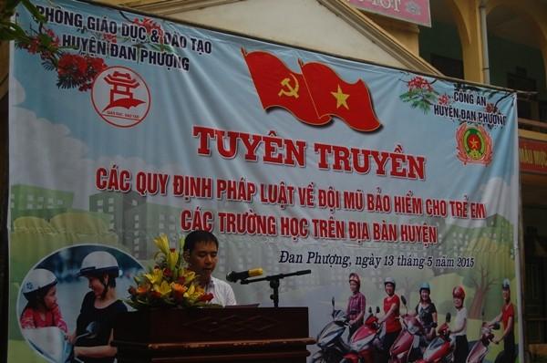 Đồng chí Nguyễn Văn Đức-Phó Chủ tịch UBND huyện Đan Phượng đánh giá cao công tác tuyên truyền của CAH Đan Phượng, Phòng CSGT, Đội CSGT số 9