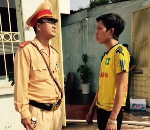 Anh Đào Văn Hải, nhân viên bảo vệ của quán karaoke vẫn còn bàng hoàng, không tin bản thân được cứu sống trong sự cố nguy hiểm trên