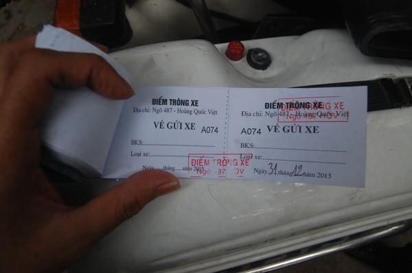 """Những chiếc vé tự tạo được đóng dấu """"củ khoai"""""""