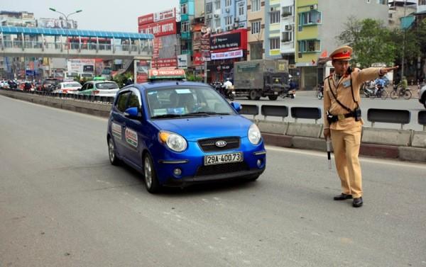 CSGT tăng cường xử lý các vi phạm nhằm đảm bảo an toàn giao thông trên địa bàn Thủ đô