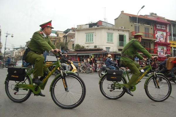 Chưa lúc nào những vòng xe đạp của CSTT ngừng nghỉ trên các tuyến đường thuộc địa bàn quận Hoàn Kiếm