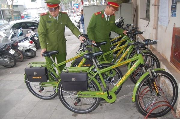 Mỗi khi CSTT đi làm về những chiếc xe đạp được xếp ngay ngắn trước trụ sở CAP Lý Thái Tổ