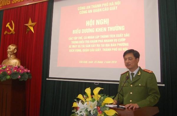 Đại tá Nguyễn Duy Ngọc lưu ý CAQ Cầu Giấy trên cơ sở kế hoạch đấu tranh phòng chống tội phạm chung của CATP Hà Nội, cần thay đổi, bổ sung...sao cho phù hợp với đặc điểm, tình hình của địa bàn, đảm bảo vững chắc ANTT