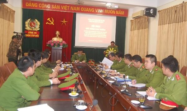 Đại tá Nguyễn Văn Sơn, Trưởng CAQ Cầu Giấy báo cáo kết quả điều tra khám phá vụ án trước đồng chí Đại tá Nguyễn Duy Ngọc, Phó Giám đốc CATP Hà Nội