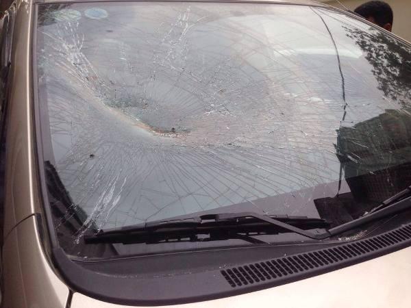 CSGT kiểm tra lỗi dừng đỗ, lái xe Innova điên cuồng bỏ chạy ảnh 3