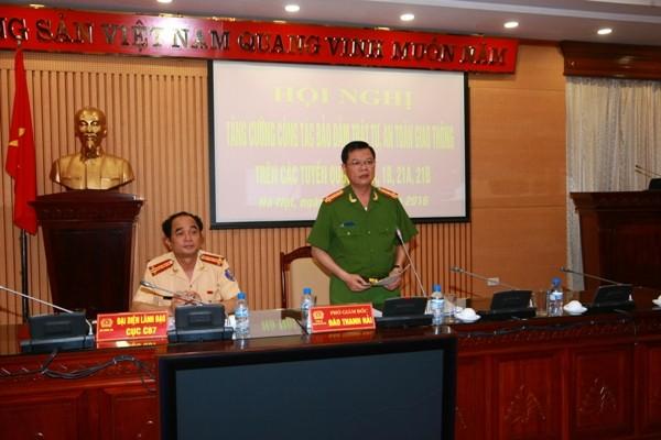 Đại tá Đào Thanh Hải, Phó Giám đốc CATP Hà Nội yêu cầu Phòng CSGT và Công an các đơn vị tăng cường phối hợp, tuần tra kiểm soát, xử lý nghiêm vi phạm kết hợp mạnh mẽ các biện pháp tuyên truyền nhằm kéo giảm TNGT trên các tuyến quốc lộ trọng điểm ra vào thành phố