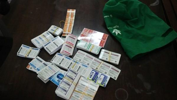 Tang vật của vụ án với hàng trăm thẻ điện thoại