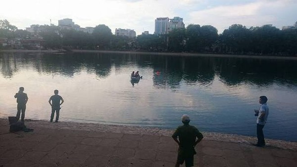 Lực lượng chức năng tổ chức tìm kiếm nam thanh niên nhảy xuống hồ