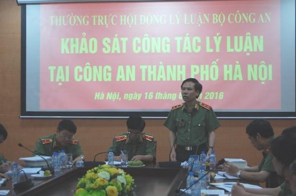 Trung tướng Trần Minh Thư, Viện trưởng Viện Chiến lược Khoa học Bộ Công an biểu dương, đánh giá cao CATP Hà Nội về công tác nghiên cứu lý luận, khoa học