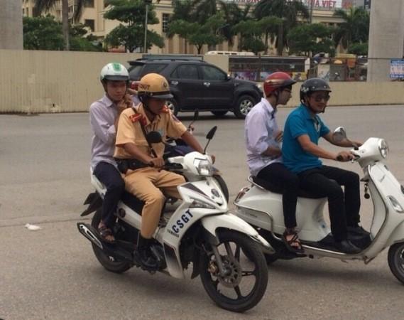 CSGT kịp thời đưa thí sinh Nguyễn Đắc Hải đến địa điểm thi đúng giờ, an toàn