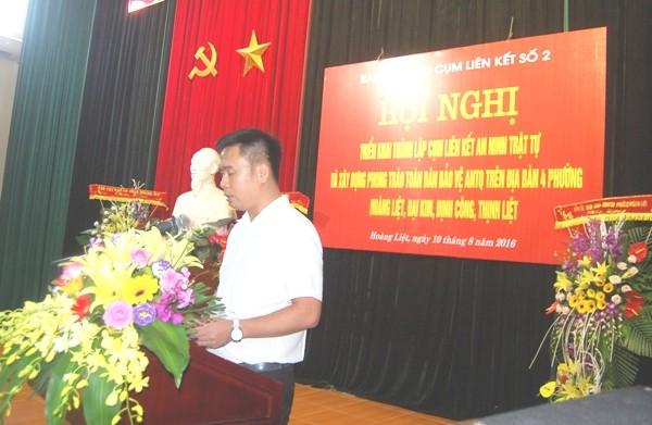 Đồng chí Trần Huy Hoàng, Chủ tịch UBND phường Hoàng Liệt, đơn vị Cụm trưởng Cụm liên kết số 2 trình bày quyết định thành lập Cụm