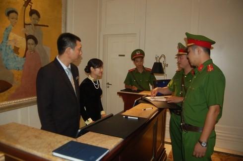 Lực lượng Công an khu vực tại các phường của CAQ Hoàn Kiếm phối hợp chặt chẽ với các cơ sở kinh doanh lưu trú đảm bảo ANTT trên địa bàn