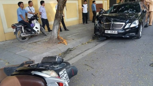 Hiện trường vụ tai nạn khiến 4 người đi xe máy bị thương