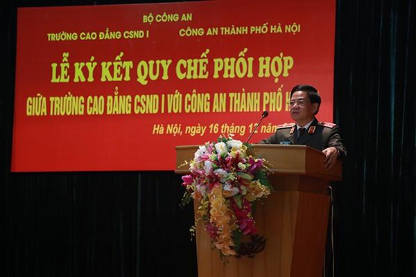 Thiếu tướng Đoàn Duy Khương, Giám đốc CATP Hà Nội tin tưởng với nguồn lực đào tạo của Trường Cao đẳng CSND 1 sẽ giúp các đơn vị của CATP Hà Nội tăng hiệu quả về công tác đào tạo, đảm bảo ANTT trên địa bàn