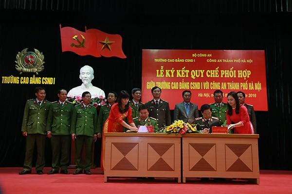 Thiếu tướng Đoàn Duy Khương và Đại tá Bùi Quang Vũ ký kết Quy chế phối hợp giữa hai đơn vị