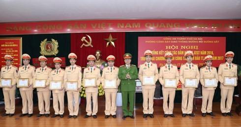 Cùng với những thành tích đã đạt được, Phó Giám đốc Đào Thanh Hải cũng nhấn mạnh 7 yêu cầu nhiệm vụ chỉ đạo Phòng CSGT và các đơn vị tập trung giải quyết, thực hiện hiệu quả
