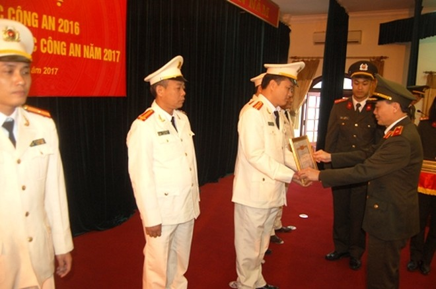 Đồng chí Phó Giám đốc nhấn mạnh những thành tích của CATP Hà Nội có sự đóng góp không nhỏ của CBCS CAQ Cầu Giấy