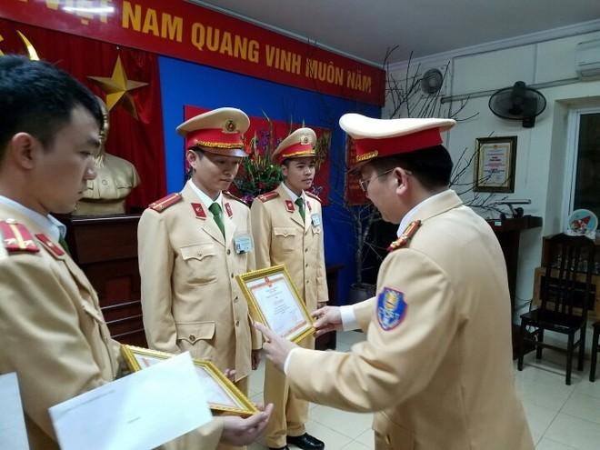 Những hành động nhân văn, ý nghĩa, hết lòng vì nhân dân phục vụ của các đồng chí CSGT đã được lãnh đạo các cấp biểu dương, khen thưởng