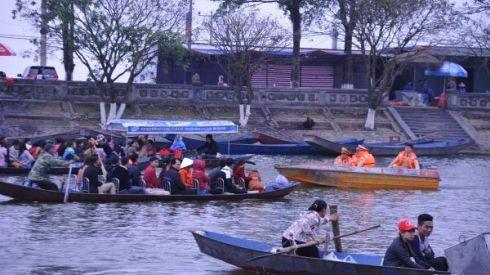 Lực lượng Cảnh sát đường thủy tăng cường tuần tra kiểm soát, đảm bảo tuyệt đối an toàn cho các du khách đến chùa Hương