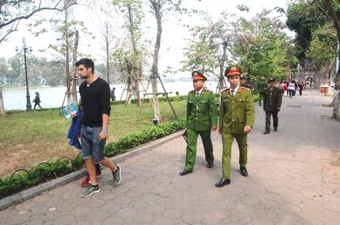 Lực lượng CSTT CAP Tràng Tiền thường xuyên tuần tra khép kín thời gian, địa bàn đảm bảo ANTT khu vực hồ Hoàn Kiếm