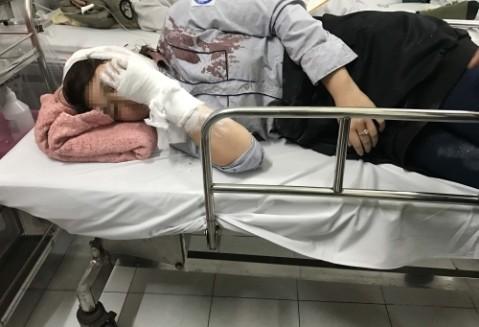 Nạn nhân bị đánh gục ngã với thương tích nặng phải nhập viện cấp cứu