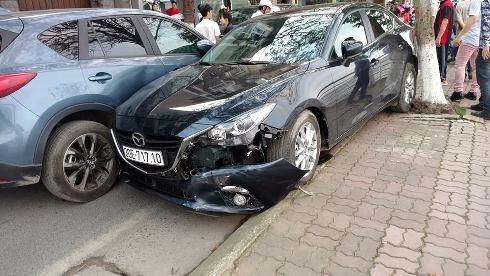 Hiện trường vụ tai nạn liên hoàn (Ảnh Thanh Thiên)