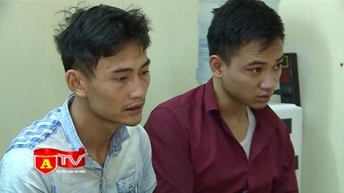 Hai đối tượng Văn và Đạt bị CAQ Hoàng Mai bắt giữ