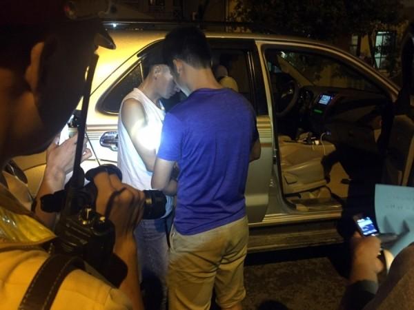Lực lượng Công an kiểm tra chiếc xe thu giữ số lượng lớn ma túy trên xe