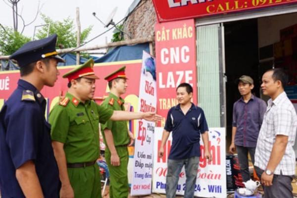 Lực lượng CSTT tuyên truyền nhắc nhở các hộ dân, kinh doanh đảm bảo TTĐT trên toàn thành phố