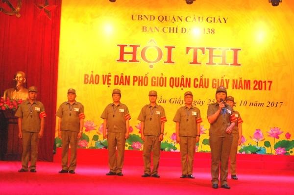 Bên cạnh các nam bảo vệ dân phố, Ban tổ chức cũng như hội thi rất ấn tượng với những màn thuyết trình, giới thiệu của các nữ bảo vệ dân phố giỏi