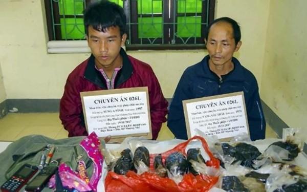 Hai đối tượng bị lực lượng biên phòng bắt giữ cùng tang vật