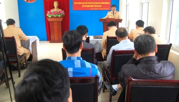 Thượng tá Phạm Văn Hậu, Phó trưởng Phòng CSGT đường bộ - đường sắt, CATP Hà Nội yêu cầu các chủ doanh nghiệp chấp hành nghiêm Luật Giao thông, giáo dục đạo đức lái xe phòng ngừa tai nạn