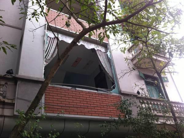 Sức công phá của vụ nổ khủng khiếp đến nỗi nhiều nhà cách xa hàng km vẫn bị vỡ hết cửa kính