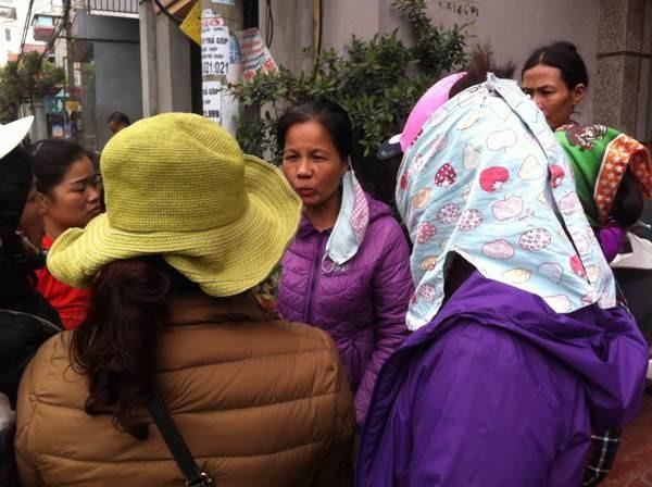 Người dân xã Văn Môn bàng hoàng lo lắng sự việc sẽ tiếp diễn bởi trong làng còn rất nhiều kho phế liệu tương tự