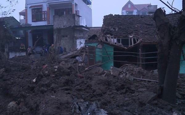 Nhiều ngôi nhà bị sập sau vụ nổ. Ít nhất 2 người chết và nhiều người khác bị thương