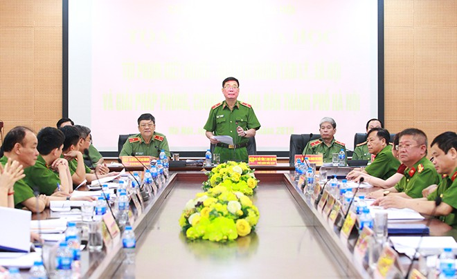 Thiếu tướng, TS Đinh Văn Toản, Phó Giám đốc CATP Hà Nội phát biểu tại buổi tọa đàm