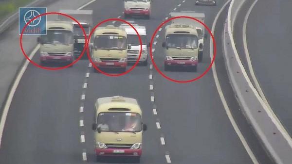 Các lái xe dàn hàng ngang trên đường cao tốc Hà Nội - Hải Phòng