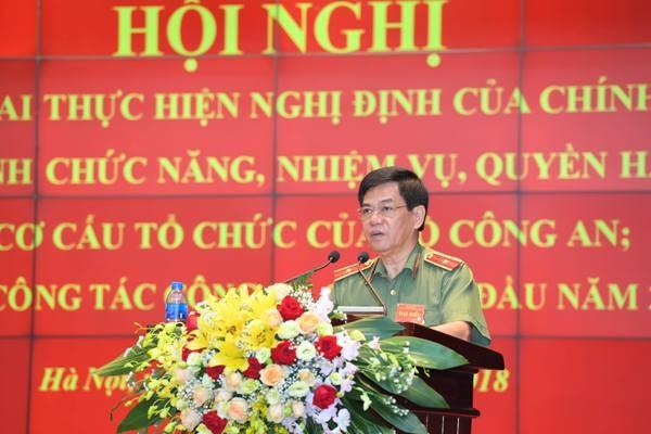 Thiếu tướng Đoàn Duy Khương, Giám đốc CATP Hà Nội phát biểu tham luận tại hội nghị về kinh nghiệm, biện pháp của Công an Hà Nội trong đấu tranh đảm bảo giữ vững ANCT trên địa bàn Thủ đô